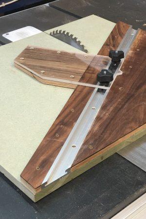 woodwork jig to cut hexagons